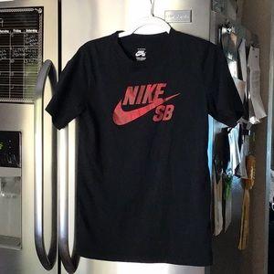 Nike skateboarding tee